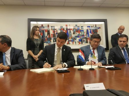 Minister Peña signed memorandum of understanding for 2017 Annual Meeting of the IDB